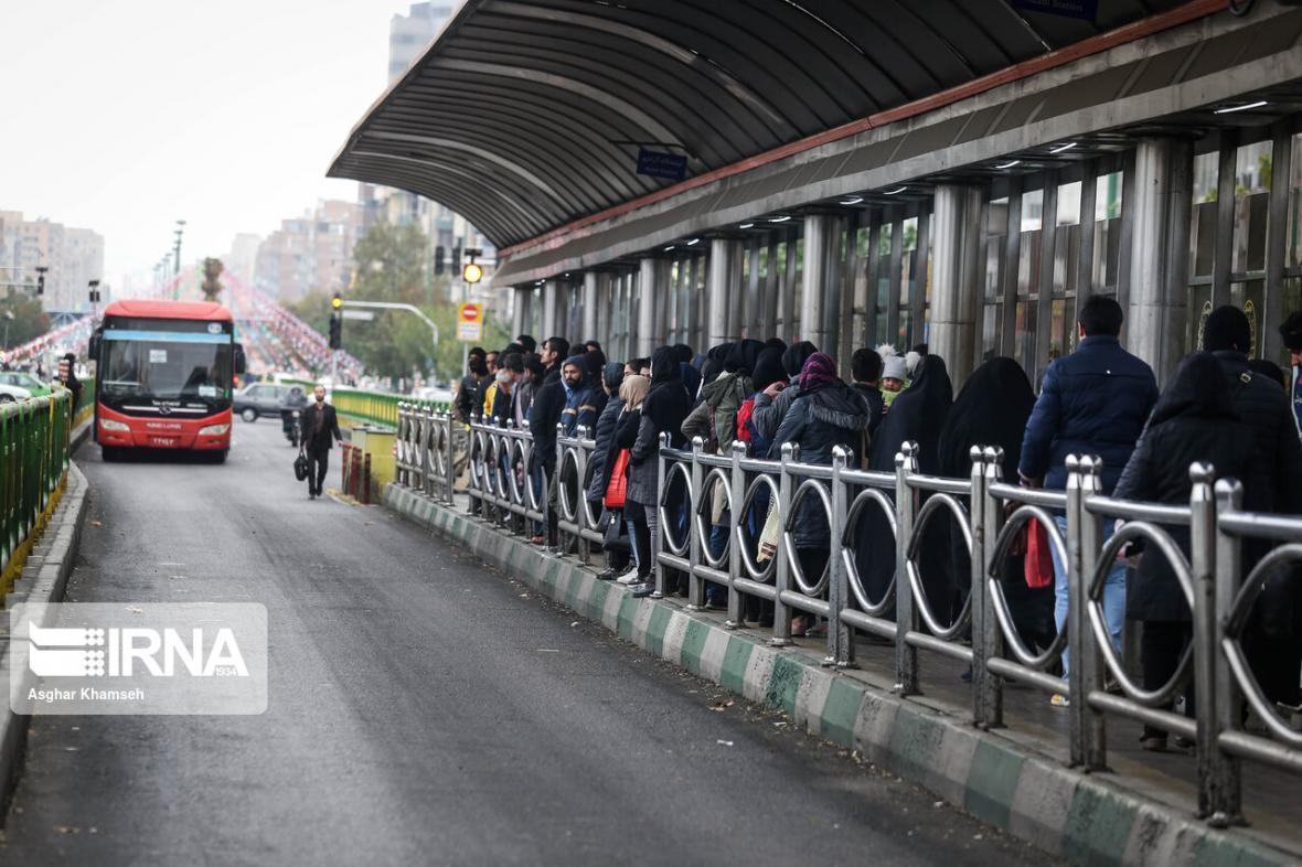 خبرنگاران طرح رزرو صندلی اتوبوس های دربستی شرکت واحد در تهران اجرا می شود